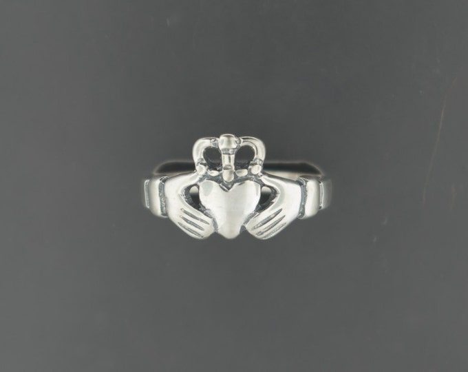 Medium Sterling Silver Claddagh Ring