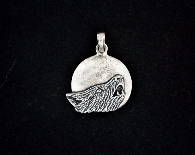 Medium Howling Wolf Pendant in Sterling Silver