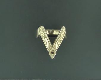 Vintage V style ring in antique bronze