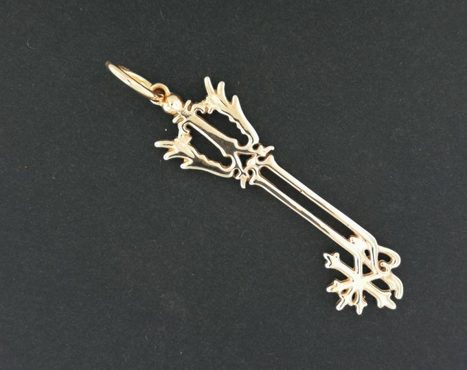 Kingdom Hearts Oathkeeper Keyblade Pendant in Antique Bronze