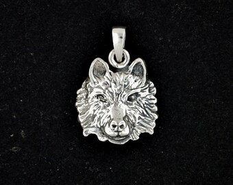 Wolf head Pendant in Sterling Silver