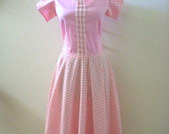 Vintage Pink Gingham Square Dance Dress - Pink and White Gingham Bias Circle Skirt Dress - Pastel Pink Day Dress - Size Medium estimated