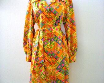 1970s Orange Flower Power Dress - Vintage 70s Pale Orange & Multi Long Sleeve Shift Dress - Boho Hippie Day Dress - Size Medium to Large 14