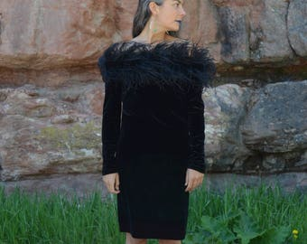 Costume de Boa de plumes sur le col noir velours robe Cruella de Vil vintage des années 80