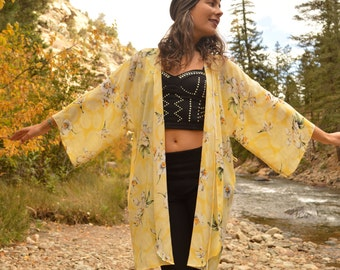 Vintage Pale Yellow and White Orchid Flower Kimono Duster Jacket Lace Detail