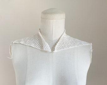 vintage 1940s Ecru Crochet Collar (triangular)