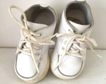 vintage toddler shoes - STRIDE RITE white leather lace up shoes / size 3-3.5