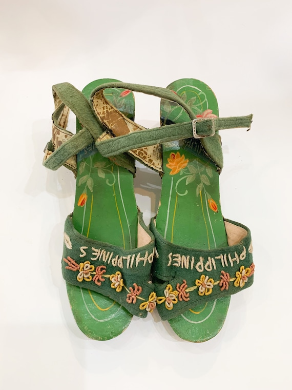 vintage 1940s carved wooden souvenir sandals  / s… - image 4