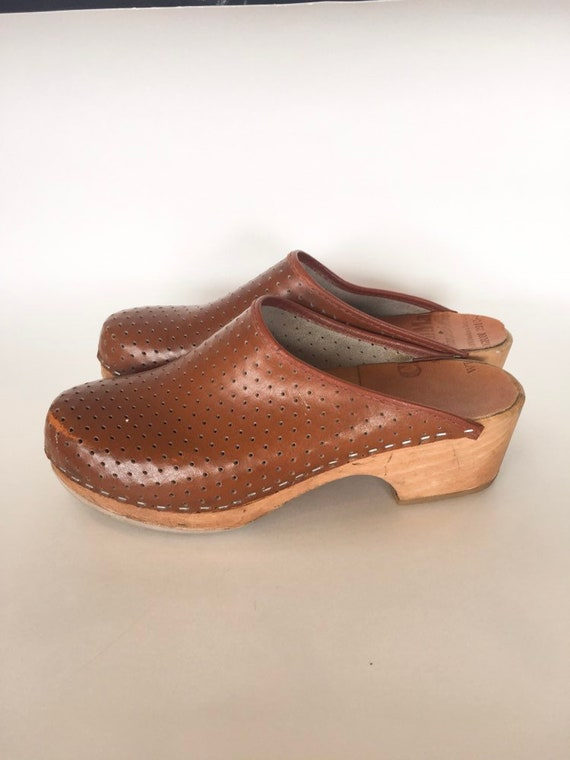 Vintage 1970s Leather & Wooden Clogs / size 9