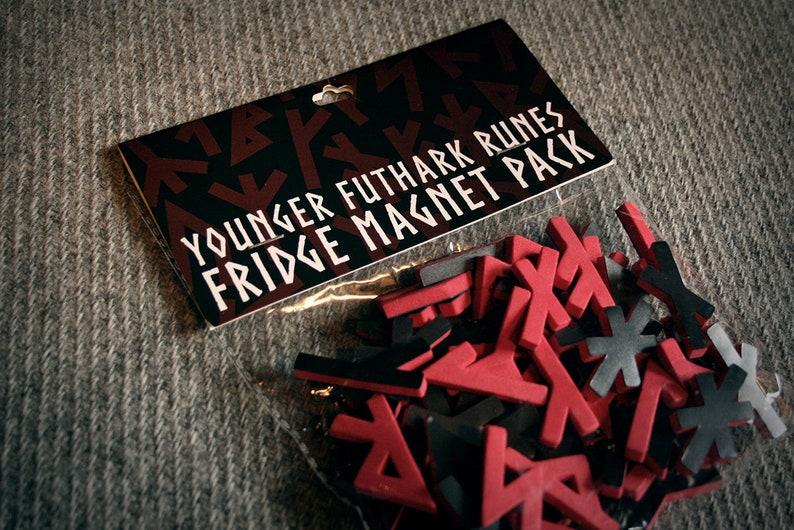 Kühlschrank Uhr Magnetisch : Jüngere futhark runen kühlschrank magnet pack etsy
