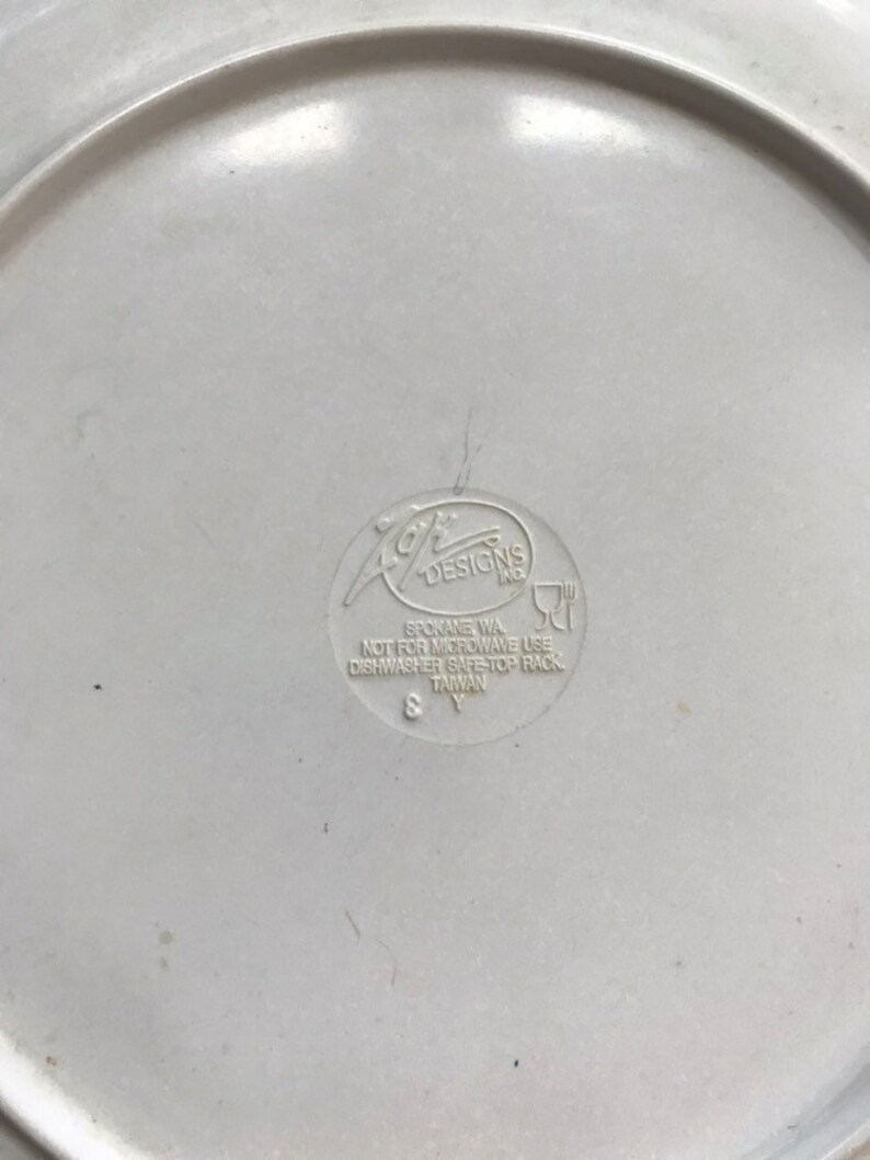 1997 Tasmanian Devil Looney Tunes TAZ Melamine Childrens Plate Plastic 90s Kids Home Decor Kitchen Serving