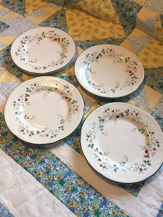 Christmas Plate Set.Vintage Pfaltzgraff Winterberry 4 Piece Salad Plate Set Made In China Christmas Plate Holly Berry Plate