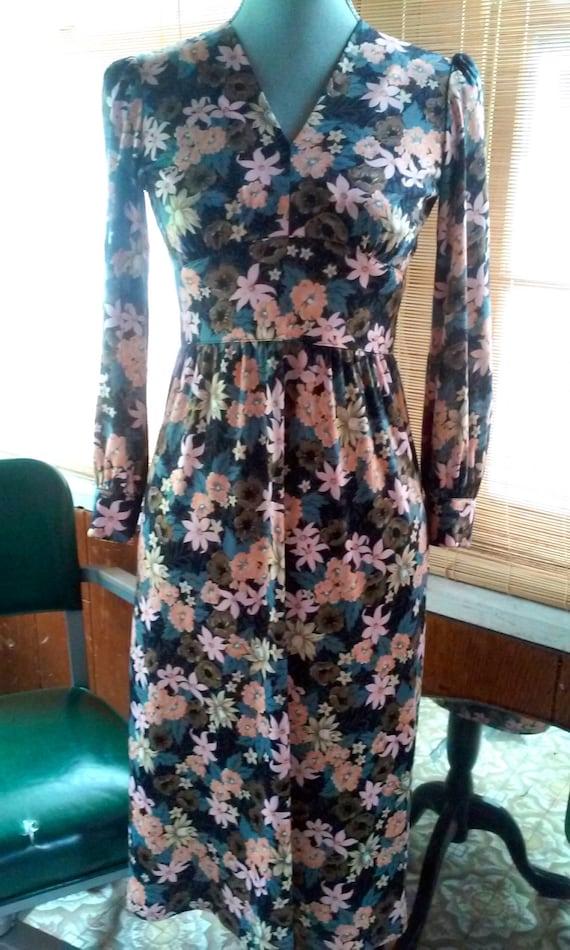 70s Does the 40s FLOWER DRESS--Nylon Jersey--Size