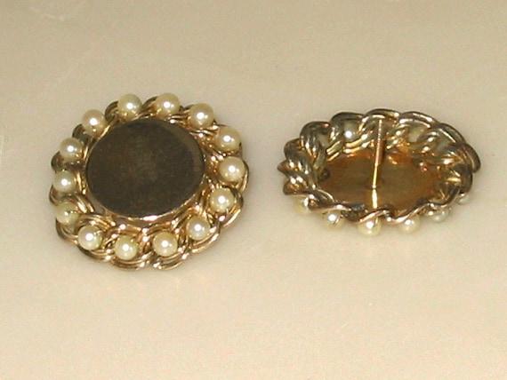 Vintage Gold and Pearl Screwback pierced Earrings - image 1