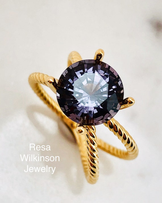 Grayish Purple 3.69 Carat Spinel Crisscross Ring 18k