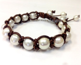 Leather and Pearl Bracelet - DokRak