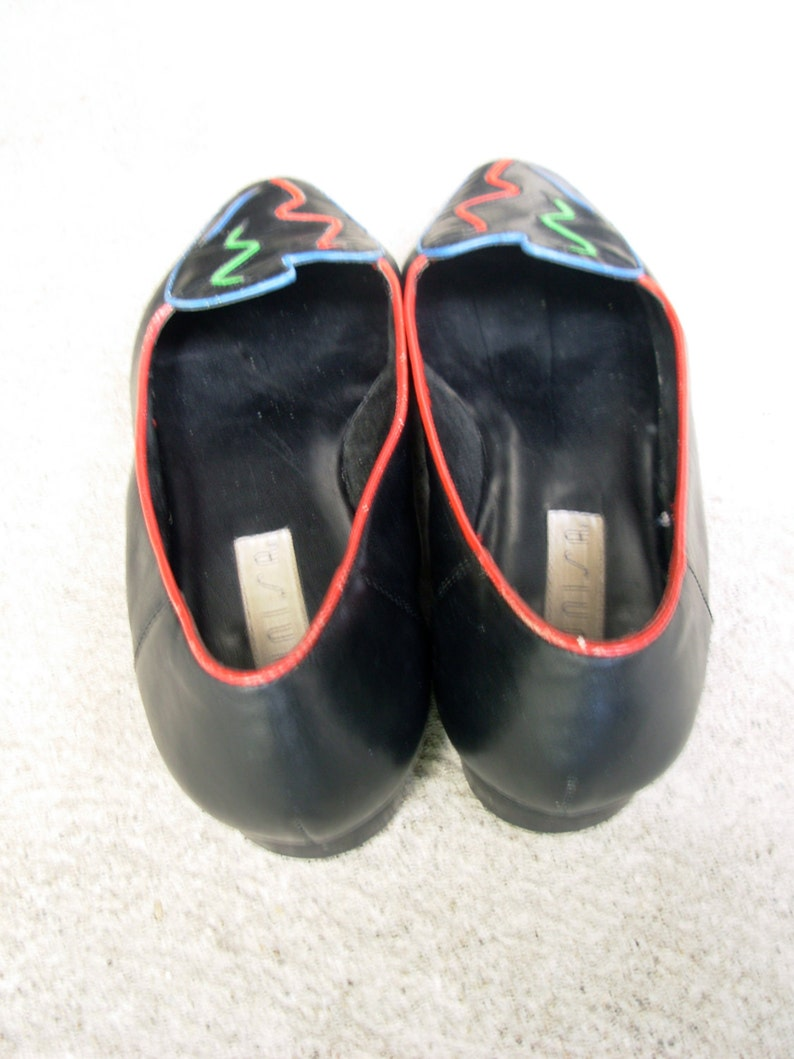 size 8.5 Vintage 80/'s black flats with abstract design leather flats