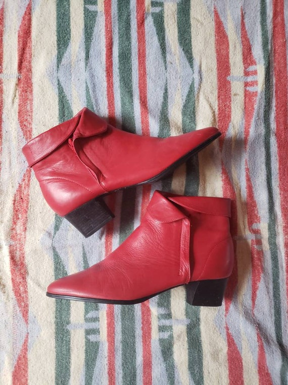 Cherry red ankle bootie 80s sz 8
