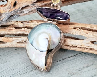 Vintage Shell and Amethyst sterling Pendant, Shell Jewelry, Beach Boho Pendant, Sea Shell, Amethyst