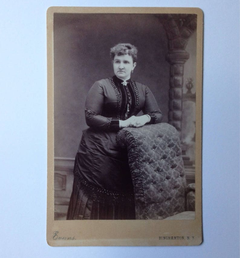 Cabinet Card Photo Binghamton NY Evans Women on Couch Arm image 0