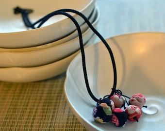 mini chirimen hanamaru necklace black/red
