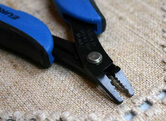 how to use a crimping tool for jewelry