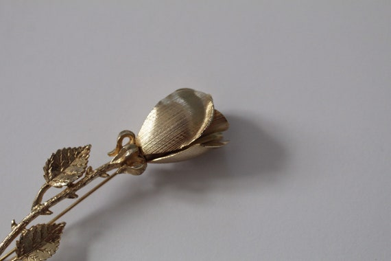 ROSE brooch | gold tone rose stem brooch | detail… - image 5