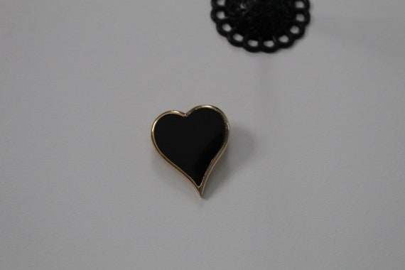 BLACK heart brooch | 1970s heart brooch | Sarah Co