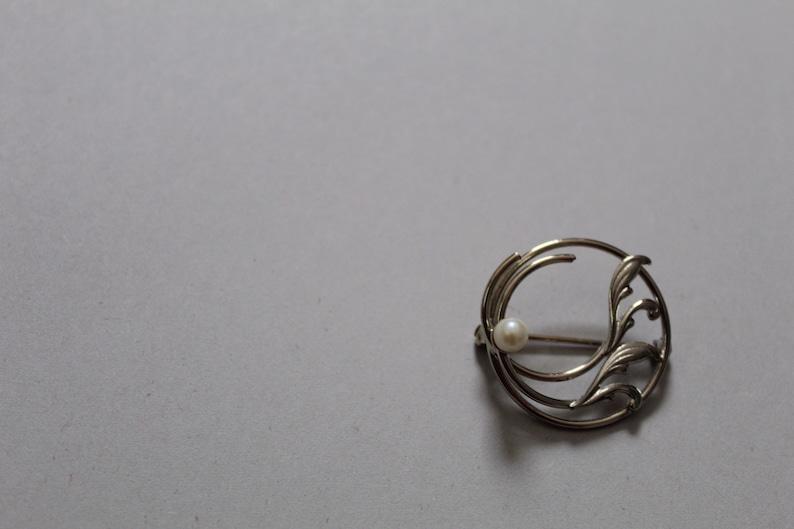 Art Deco leaf pearl brooch
