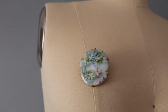 1910s painted brooch