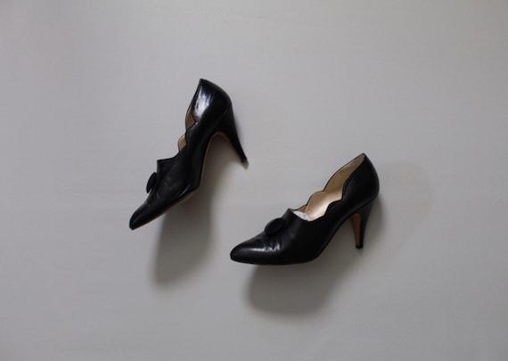 BLACK scalloped heels | size 8 heels | black leath