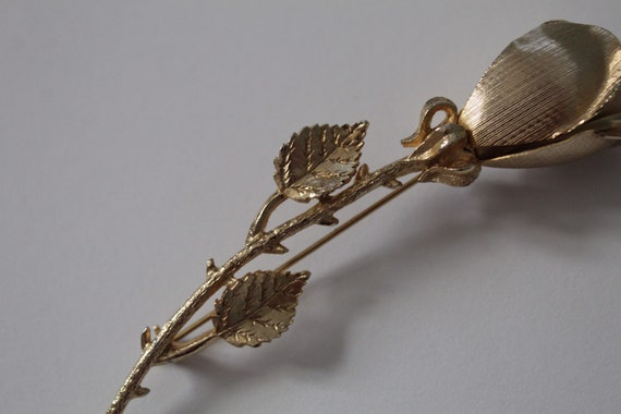 ROSE brooch | gold tone rose stem brooch | detail… - image 4