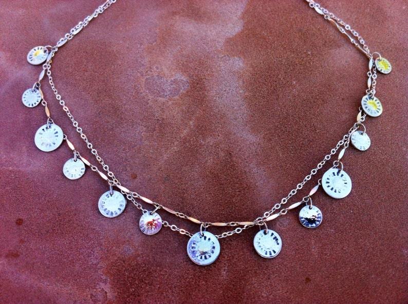 232e3807c3e7 Joyería artesanal declaración collar plata y oro sol