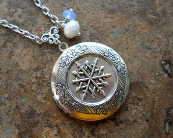 Snowflake Locket, silver Snowflake Locket, Silver Lcket, Snowflake