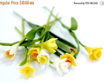Miniature Polymer Clay Flowers Daffodil with Leaves, dollhouse scale, 20 stems