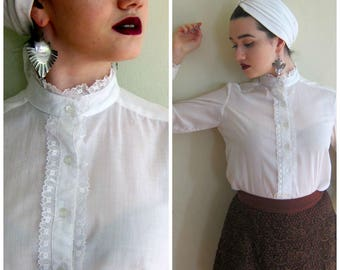 Vintage 1970s White Button Down Blouse With Lace / 70s White Frilly Romantic Shabby Chic Boho Shirt / Small