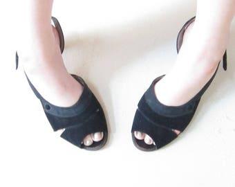 02ee11c19fc6 1950s Black Slingback Shoes   1950s Open Toe Shoes in Black Suede   Kitten  Heel   Size 9.5