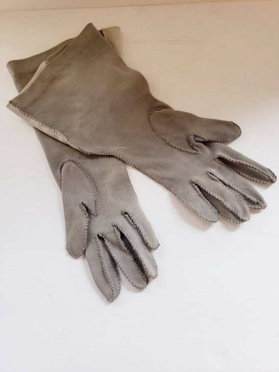 1940s Two Toned Gray Gloves Gauntlet Style / 40s … - image 6