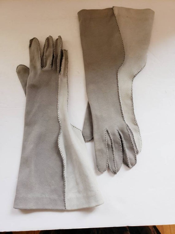 1940s Two Toned Gray Gloves Gauntlet Style / 40s … - image 1
