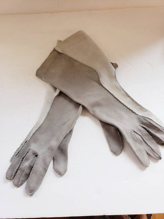 1940s Two Toned Gray Gloves Gauntlet Style / 40s … - image 3