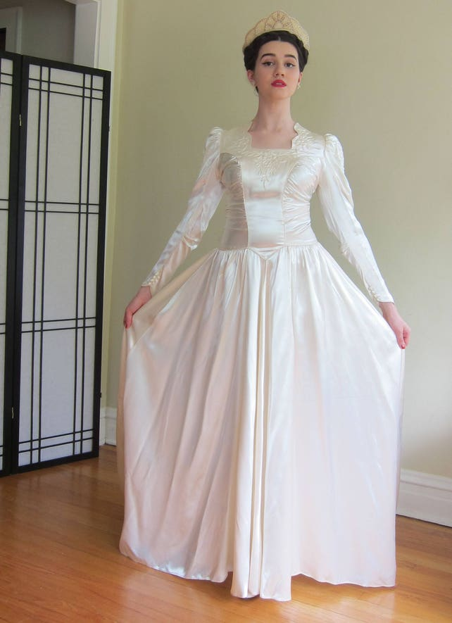 1940s Wedding Dress 40s Embroidered Silk Long Sleeved Wedding