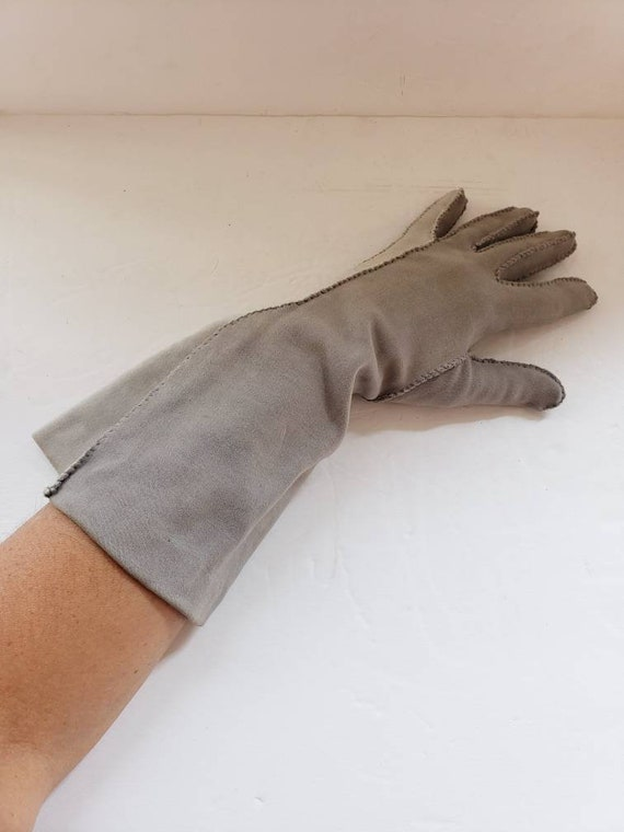 1940s Two Toned Gray Gloves Gauntlet Style / 40s … - image 7