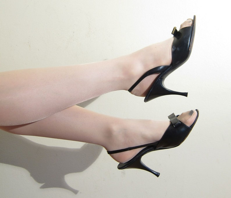 95b2424be345 Vintage 1950s Open Toe Slingback Shoes in Black Leather   50s
