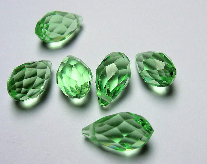 Faceted teardrop crystal briolette beads - 25 pcs - 13mm x 8mm - top sideways drill - Soft green  - CRTD18