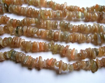 Sunstone gemstone  - bead - 36 inch strand - pebble rounded chip stone  - PSC317