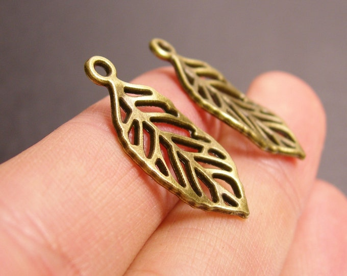 Leaf charms - 24 pcs - antique bronze leaf - brass leaf charms - BAZ95