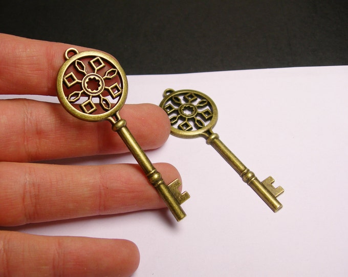 Antique key charms - 4 pcs - brass - antique bronze - key charms - 68mm by 24mm - Baz 21