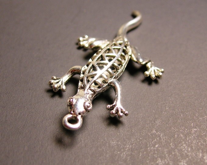 Lizard charm 4 pcs - 51mm by 21mm - hypoallergenic- 3D
