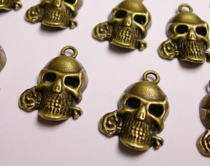 Skull  charms - 12 pcs - antique bronze  - Skull and roses - Baz 13