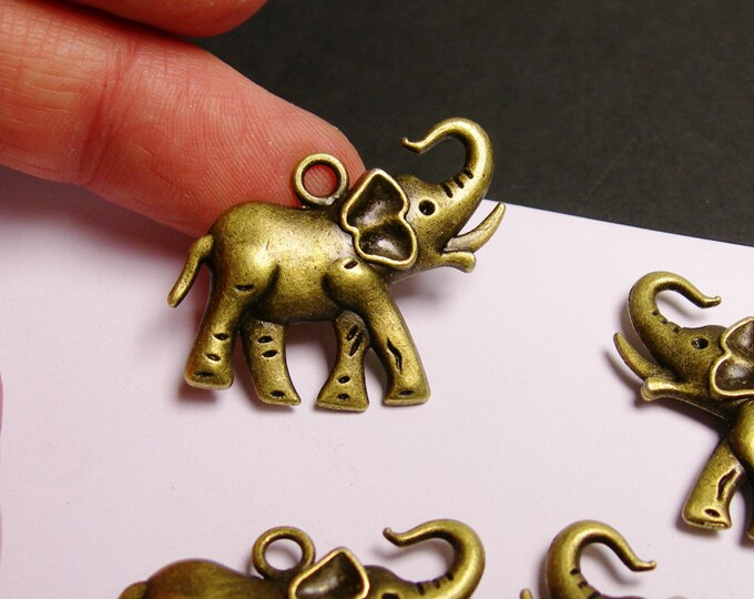 Elephant charms - 4 pcs - brass color -  Hypoallergenic - two sided - Baz 5